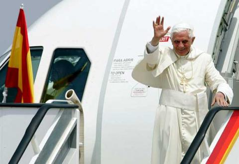 2912El Papa viajar con Iberia y ser agasajado