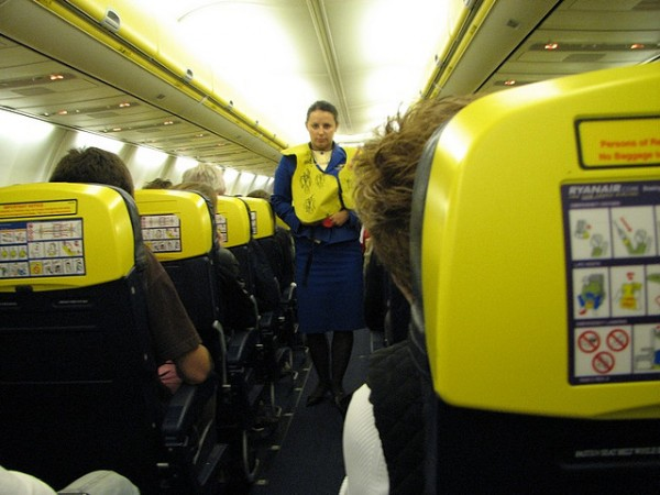 interior de un avion ryanair